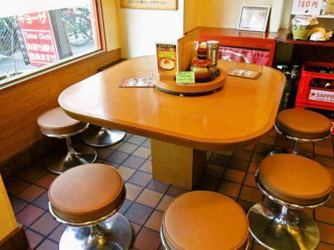 テーブル 8名様
